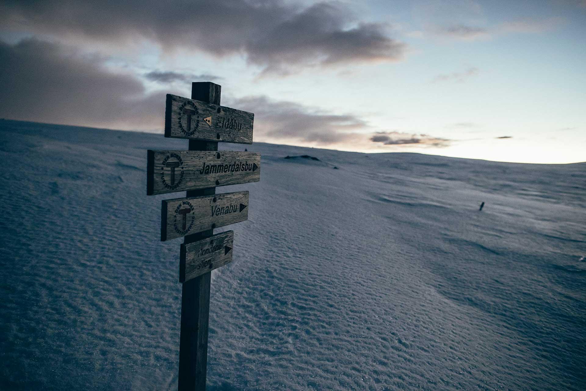 Wegweiser Sonnenuntergang Winter Landschaft Schnee Sport