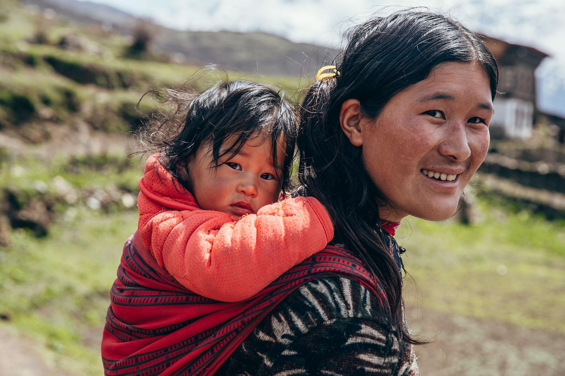 Portrait Himalaya Trekking Bhutan Fotograf Deutschland Mutter
