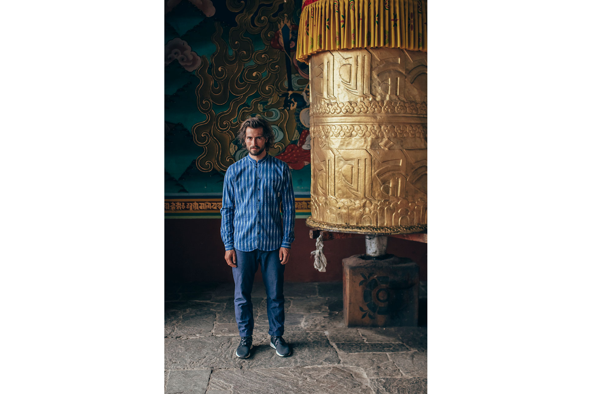 Reise Fotograf Streetwear People Bhutan Himalaya Maloja Gebetsmühlen