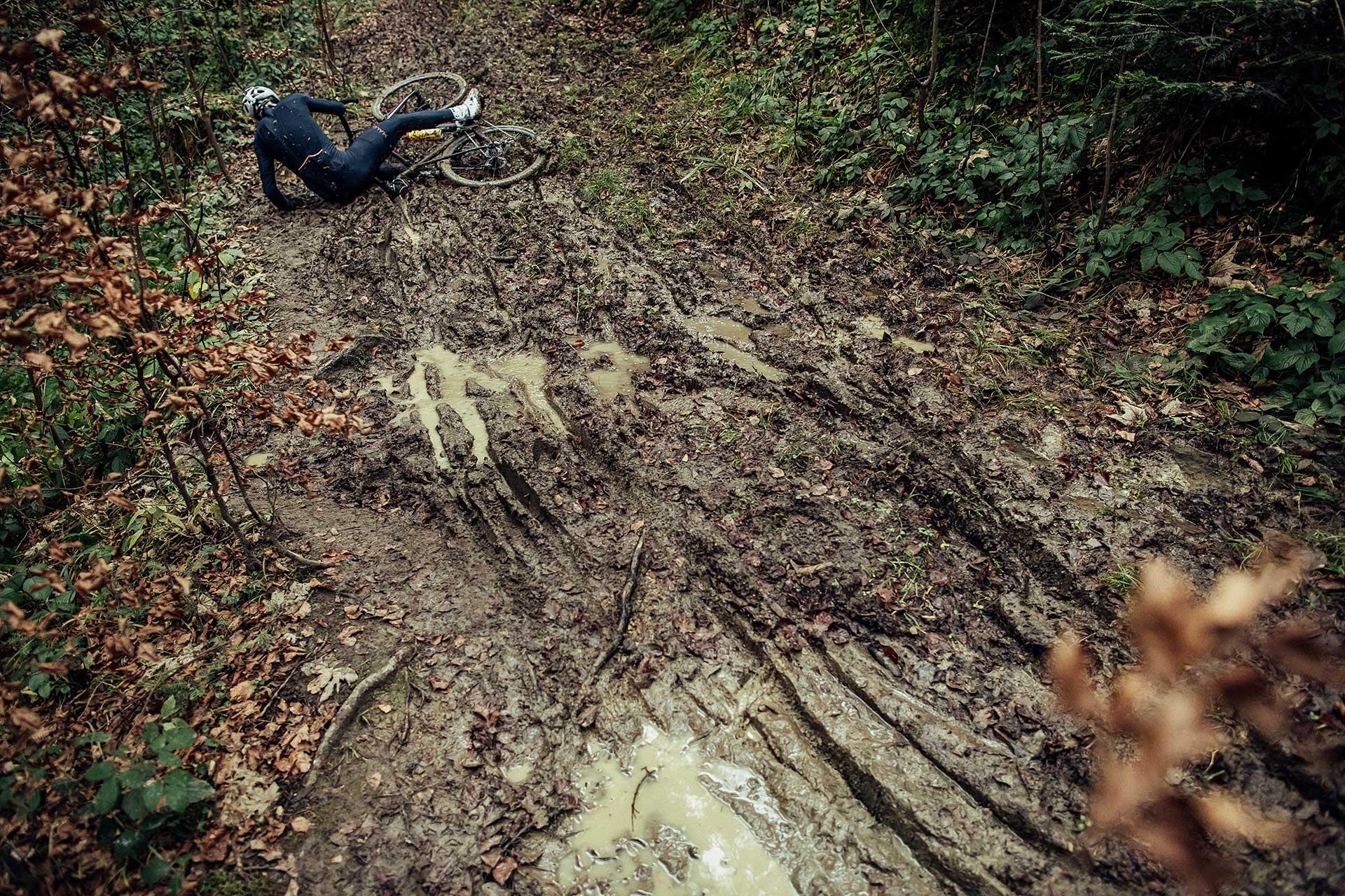 fotograf sport crossbike sturz schlamm wald deutschland frankfuert fotoshooting