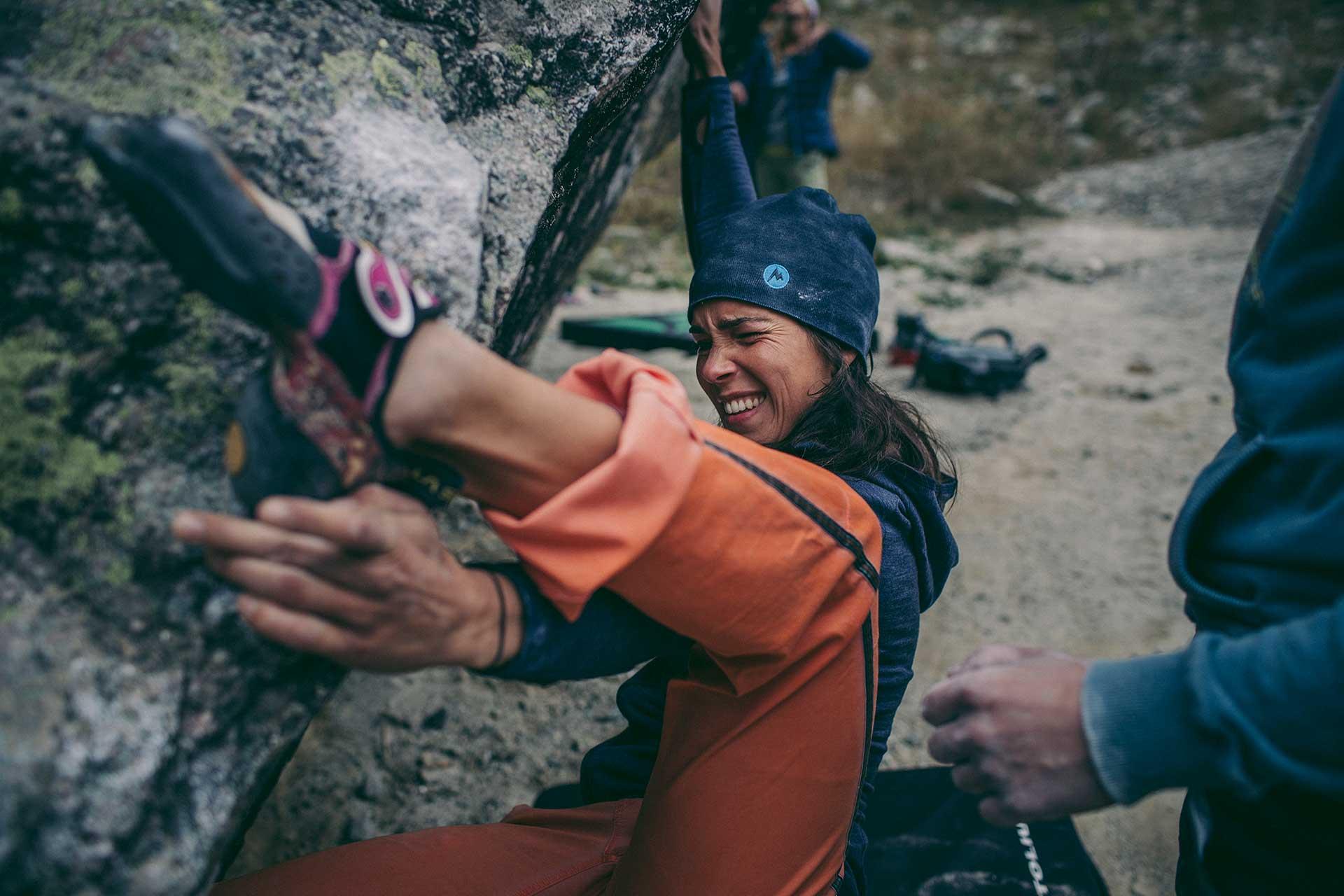 Sportfotograf Outdoor Klettern Bouldern Sport Scheck Katalog Fotoproduktion Frankreich Paris