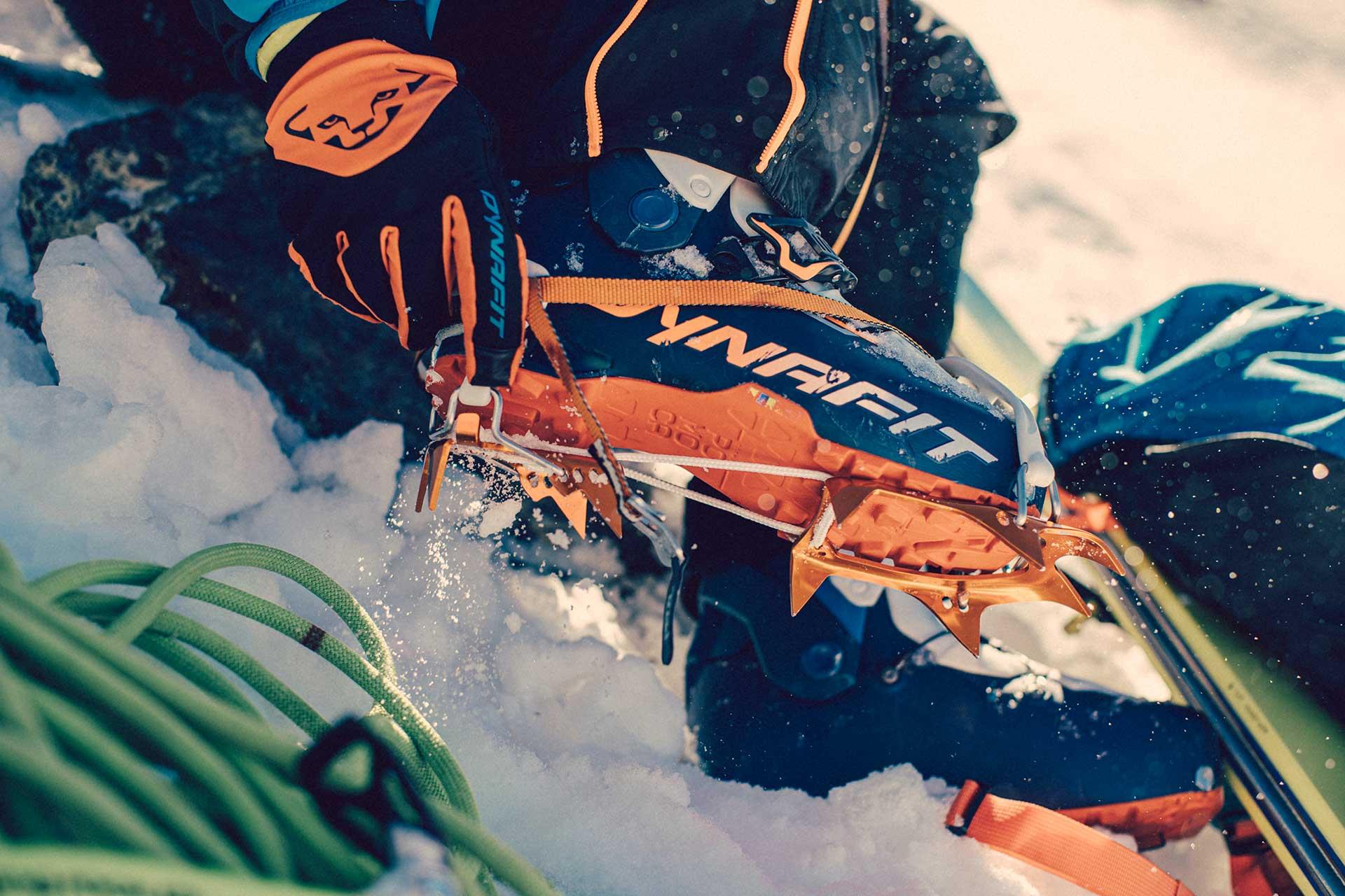 Skitour Detail Skischuhe Dynafit Wintersport Bekleidung Ausrüstung Fotograf