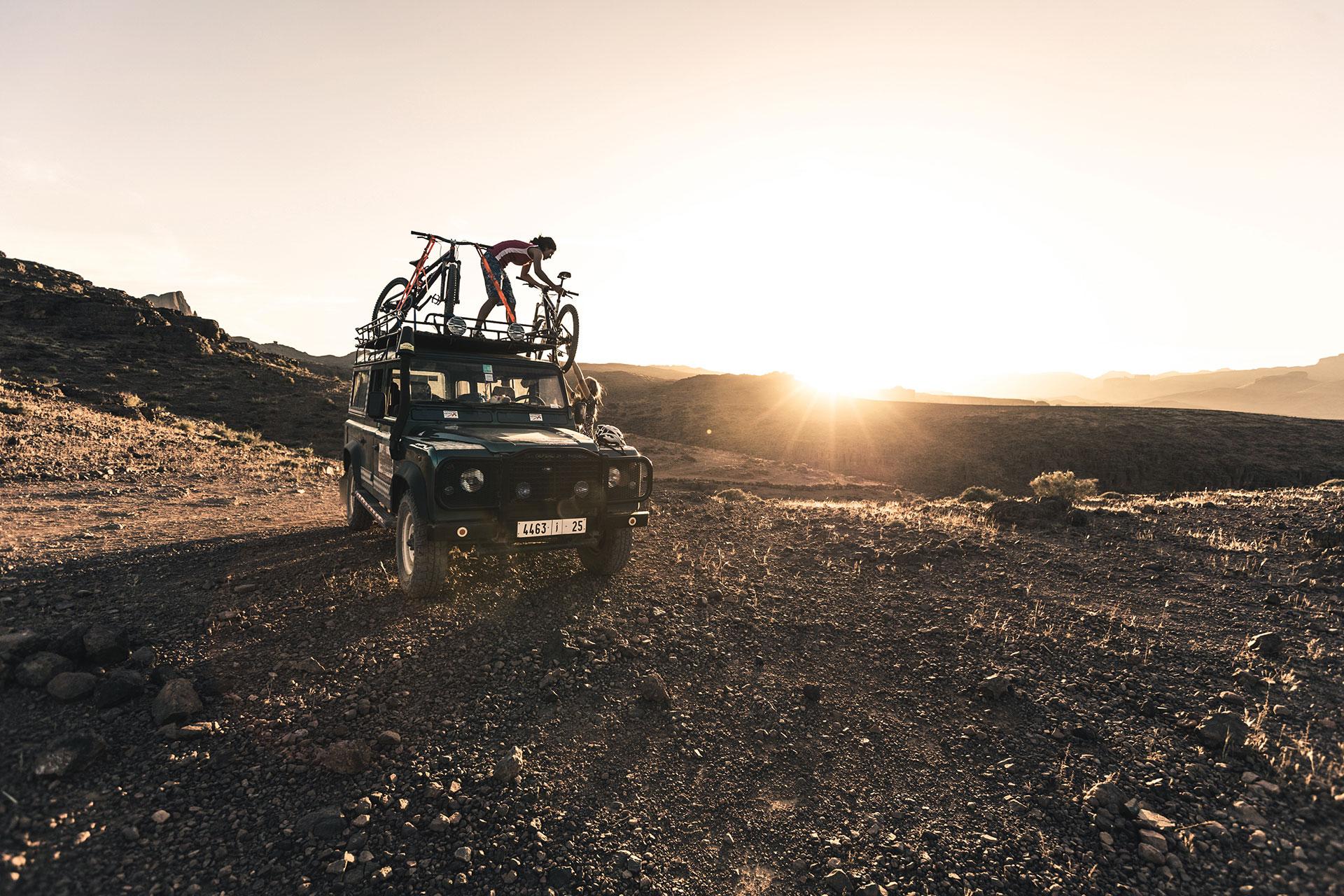 Defender Fotograf Outdoor Reise Travel Mountainbike Marokko Katalogproduktion