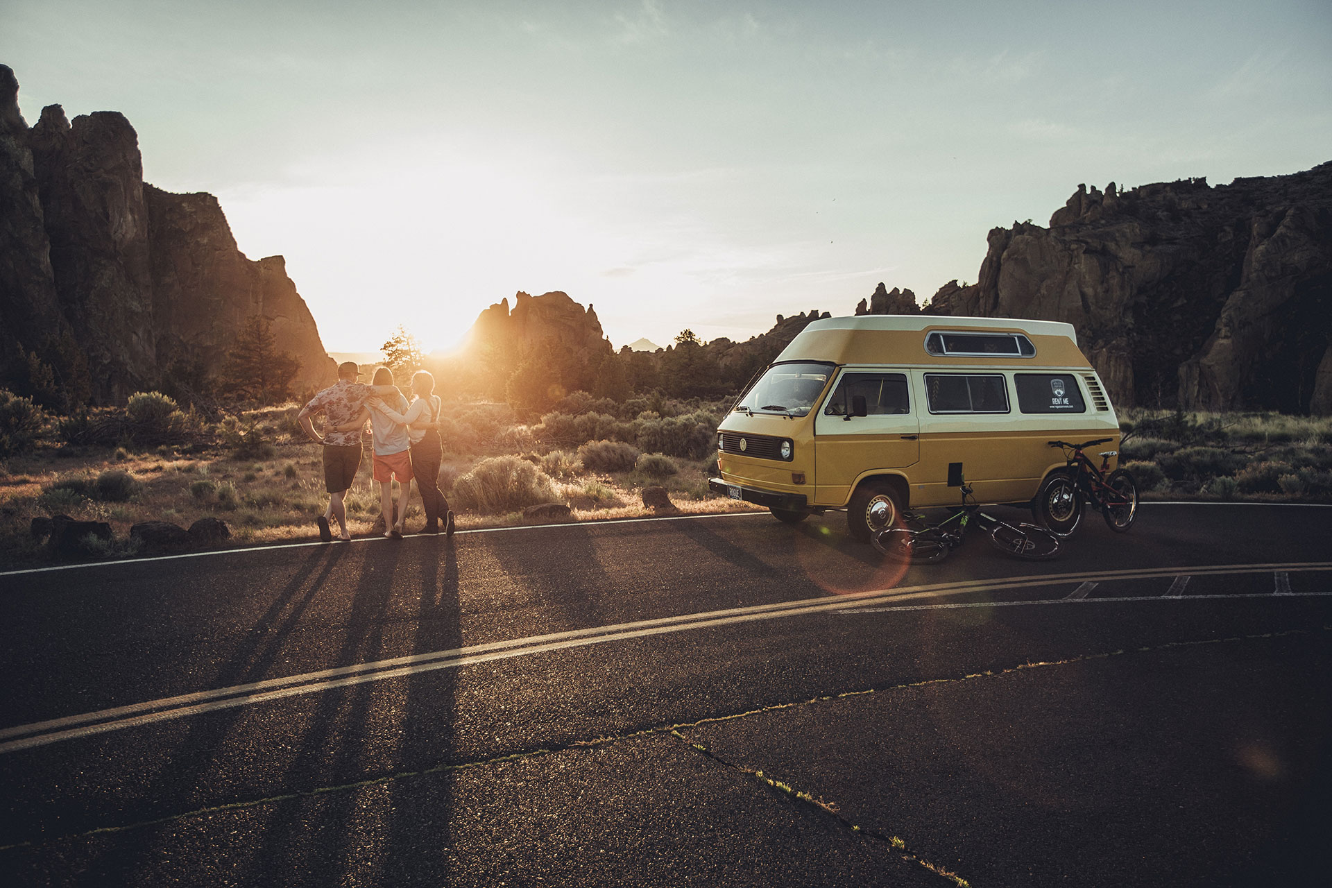 vanlife fotograf roadtrip road oregon vw bus deutschland camping sonnenuntergang