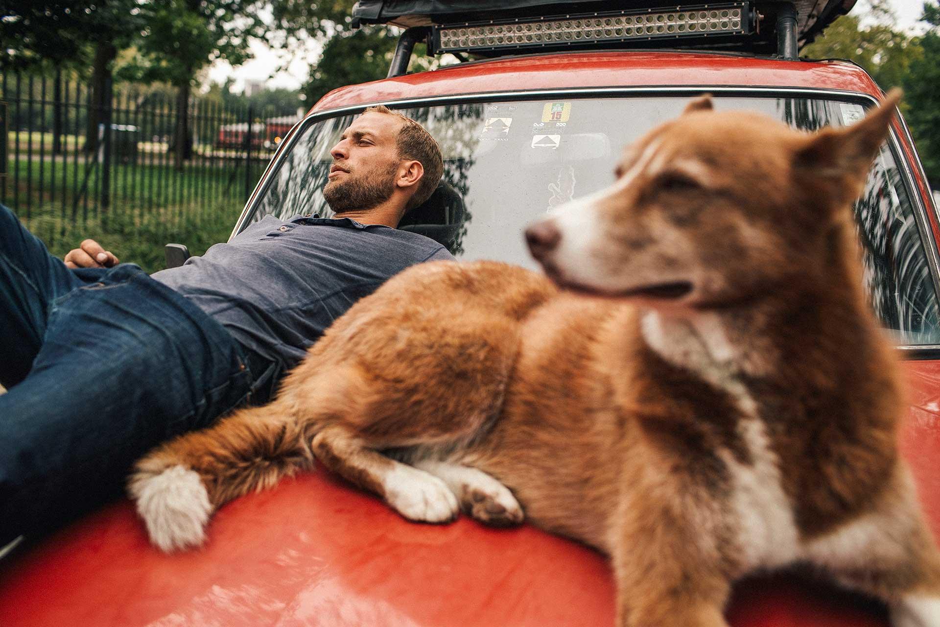 Hund Landcruiser Dachzelt Urban Vanlife Lifestyle Fotograf Michael Müller
