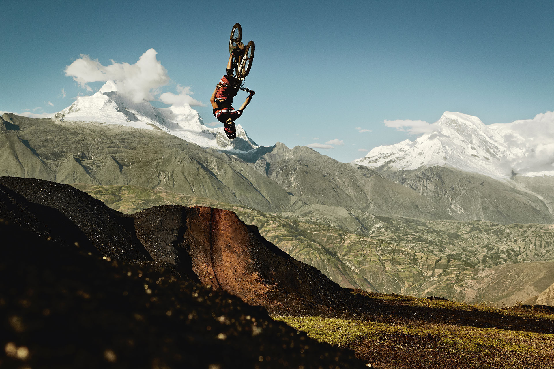 Fotograf Sport Aktion Backflip München Peru Berge Natur Outdoor