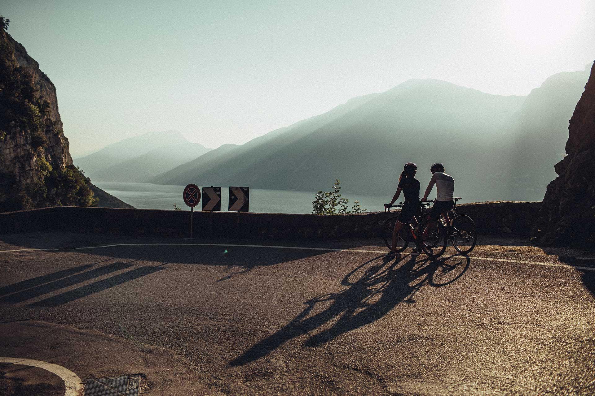 Fotoproduktion Abus Fahrradhelm Rennrad Sport Outdoor Fotograf München Deutschland
