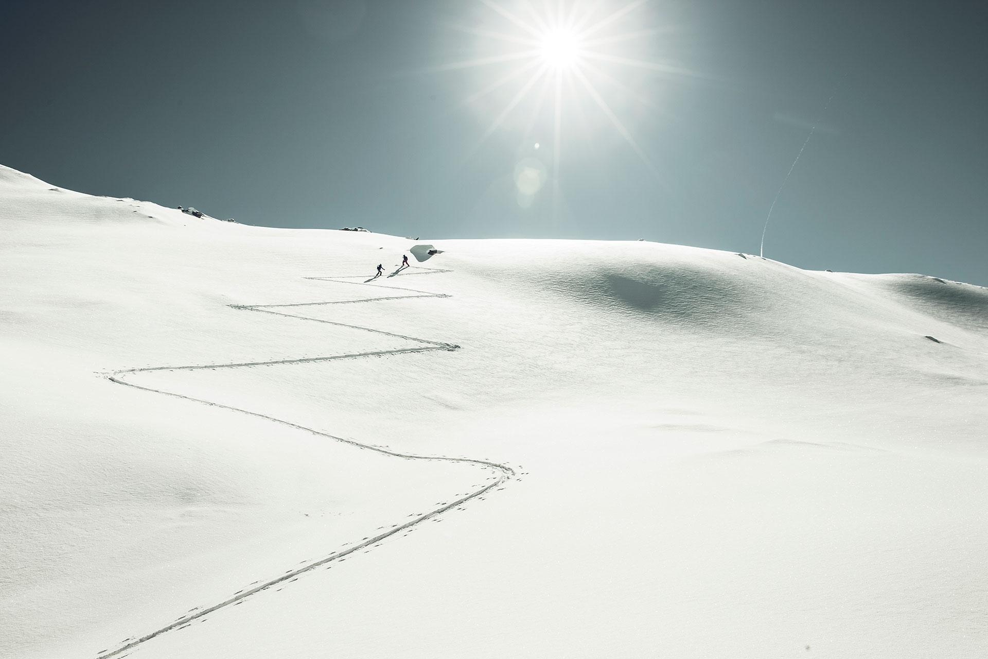 Magazin Redbull Fotograf Skitour Tiefschnee Landschaft Berge Winter Fotoproduktion Stuttgart Deutschland