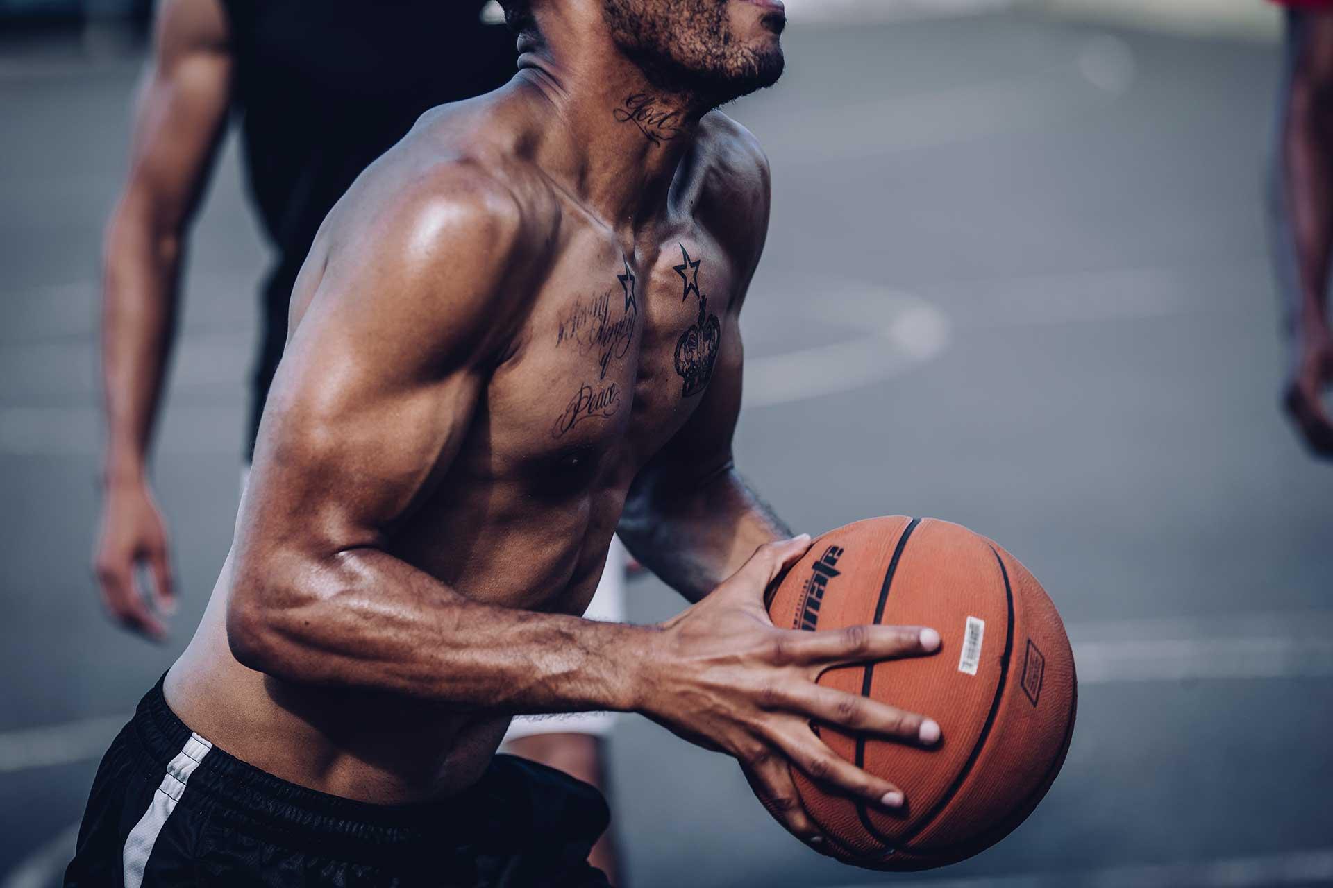 Muskeln Basketball Tattoo Sport Teamsport Michael Müller Fotograf